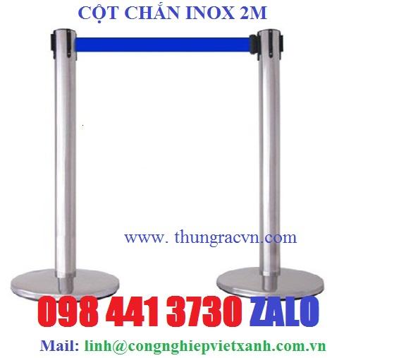 /></p> <p>Cột chắn inox dây kéo 5m</p> <p>Đặc điểm: Cột chắn inox dây kéo căng Dây dài 5 mét, màu xanh dương hoặc màu đỏ</p> <p>- Kích thước: Đường kính đế: 350 mm</p> <p>- Đường kính cột: 76 mm</p> <p>- Chiều cao (H): 890 mm</p> <p>- Chất liệu: Inox trắng</p> <p>- Màu sắc: Trắng</p> <p>- Xuất xứ Hàng nhập khẩu</p> <p>- Vị trí đặt: Cột chắn inox dây căng thích hợp đặt sân bay, rạp chiếu phim, nơi tổ chức sự kiện để tạo thành hàng rào, dải phân cách mềm để phân làn lối đi.</p> <p><a rel=