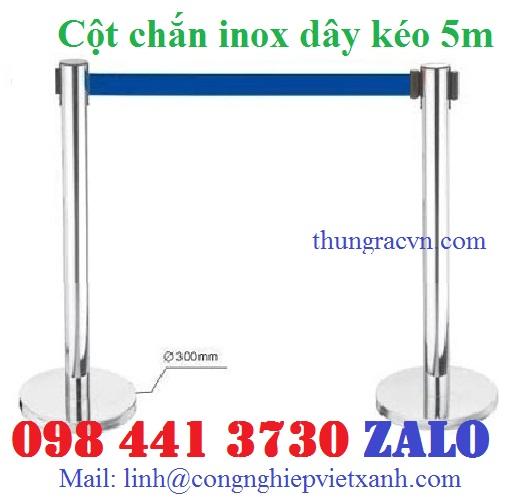 /></p> <p>Cột chắn inox dây nhung</p> <p>-Cột chắn inox dây nhung dài 1.5 mét, dây màu đỏ. Dây nhung hoặc dây bện</p> <p>- Đường kính đế: 330 mm</p> <p>- Đường kính cột: 51 mm</p> <p>- Chiều cao (H): 900 mm</p> <p>- Chất liệu: Inox trắng, inox mạ vàng</p> <p>- Màu sắc: Trắng, vàng Xuất xứ Hàng nhập khẩu</p> <p>Vị trí đặt:Cột chắn inox dây trùng G28-D thích hợp đặt sân bay, rạp chiếu phim, triển lãm, nơi tổ chức sự kiện để tạo thành hàng rào, dải phân cách mềm để phân làn lối đi.</p> <p><a rel=